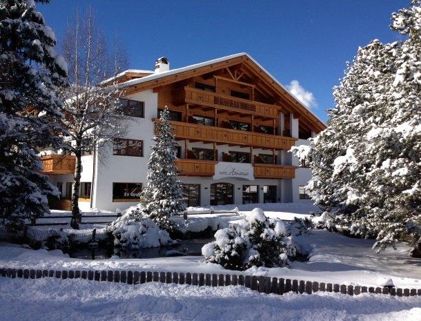 hotel-arnaria-ortisei-trentino-winter.jpg