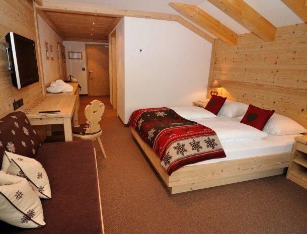 hotel-arnaria-ortisei-trentino-slaapkamer-comfort.jpg