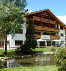 hotel-arnaria-ortisei-zomer.jpg