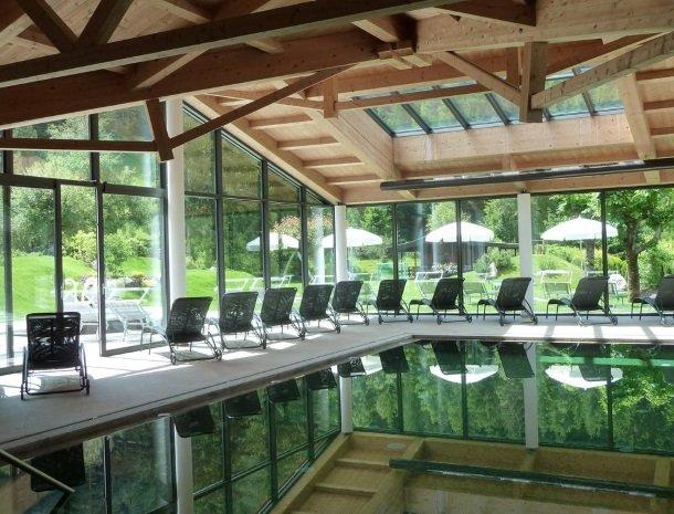 hotel-arnaria-ortisei-trentino-binnenzwembad.jpg