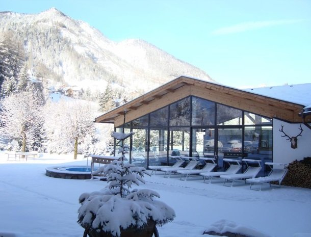 hotel-arnaria-ortisei-trentino-winter-tuin.jpg