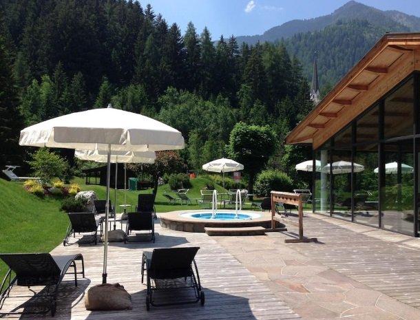 hotel-arnaria-ortisei-trentino-whirlpool.jpg