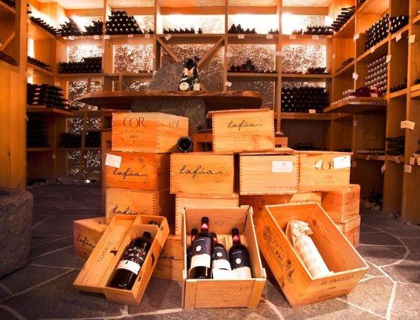 hotel-arnaria-ortisei-trentino-wijnkelder.jpg