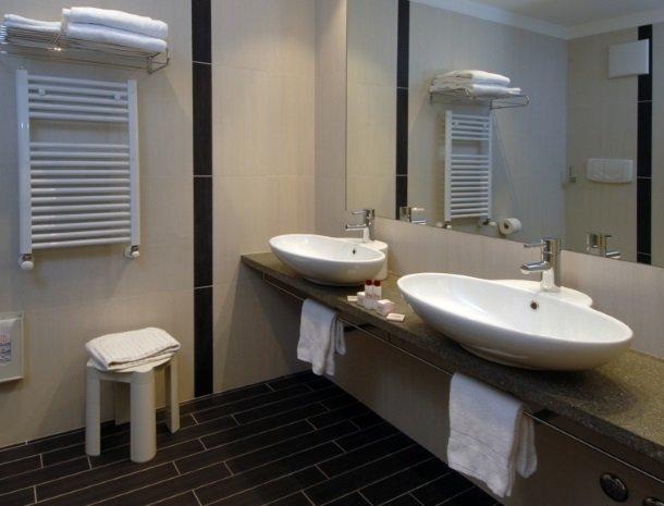 hotel-flora-alpina-dolomieten-badkamer.jpg