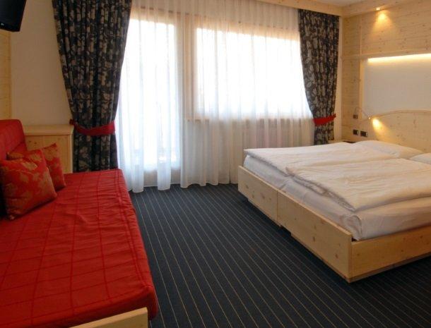 hotel-flora-alpina-dolomieten-slaapkamer-slaapbank.jpg