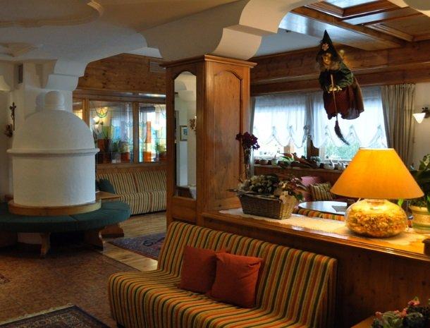 hotel-flora-alpina-dolomieten-lounge.jpg