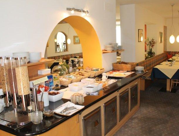 hotel-gruberhof-merano-ontbijtbuffet.jpg