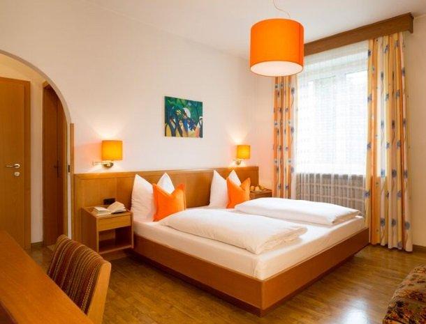 hotel-gruberhof-merano-slaapkamer-bed.jpg