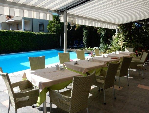 hotel-gruberhof-merano-terras-zwembad.jpg