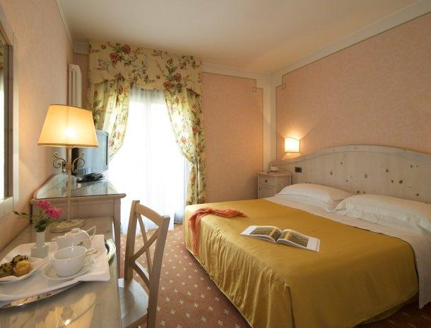 hotel-du-lac-molveno-slaapkamer-aardbei.jpg