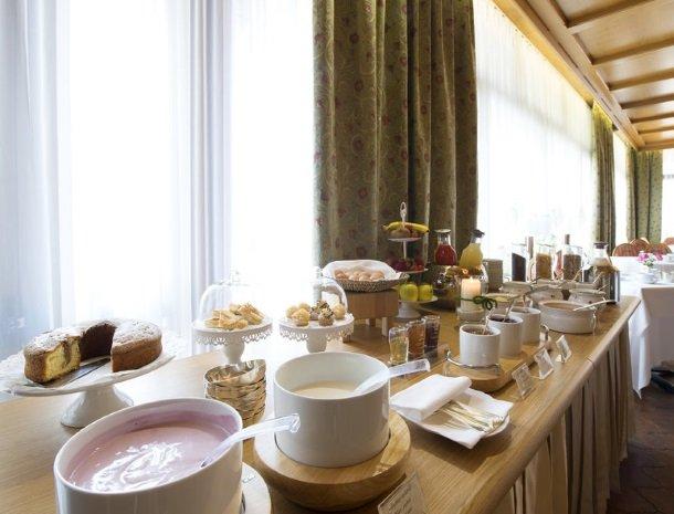 hotel-du-lac-molveno-ontbijtbuffet.jpg