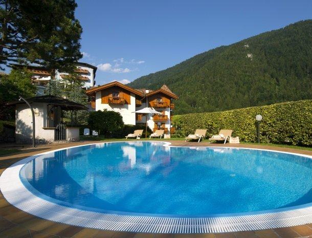 hotel-du-lac-molveno-hotel-met-zwembad.jpg