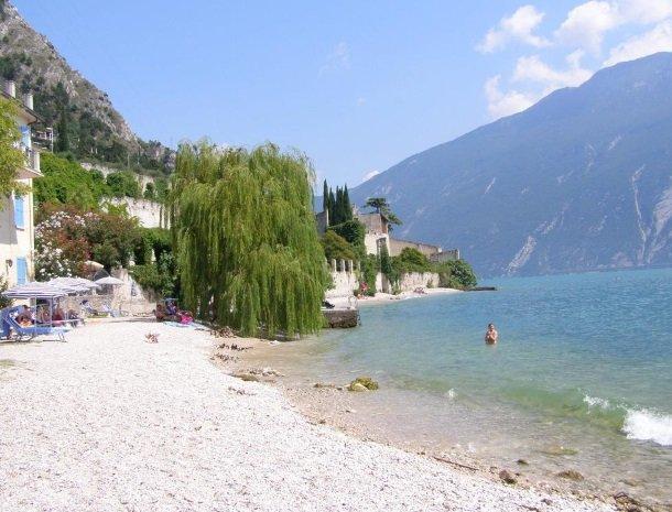 hotel-villa-romantica-limone-sul-garda-strand-meer.jpg