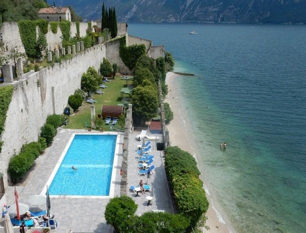 hotel-villa-romantica-limone-sul-garda-zwembad.jpg