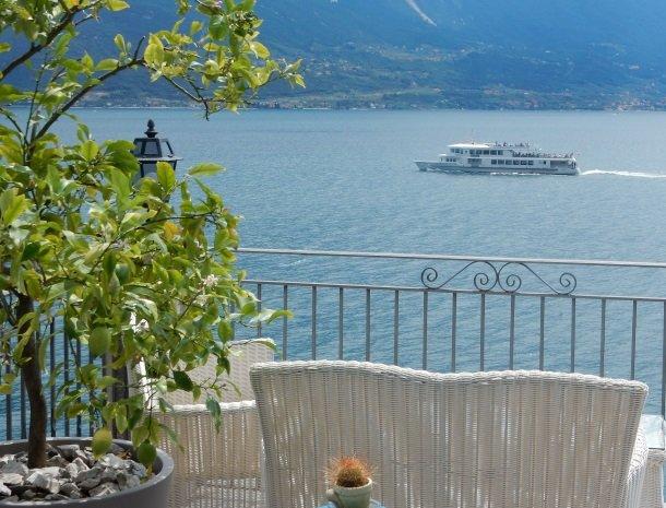 hotel-villa-romantica-limone-sul-garda-boot.jpg