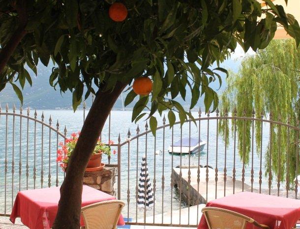 hotel-villa-romantica-limone-sul-garda-sinaasappel.jpg