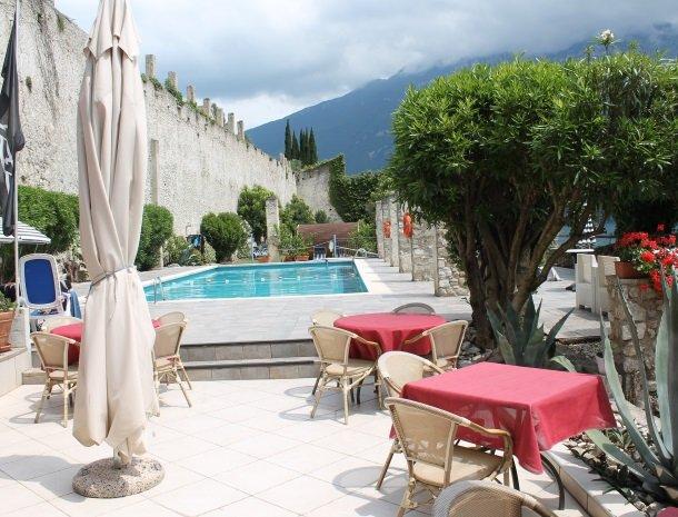 hotel-villa-romantica-limone-sul-garda-terras-zwembad.jpg