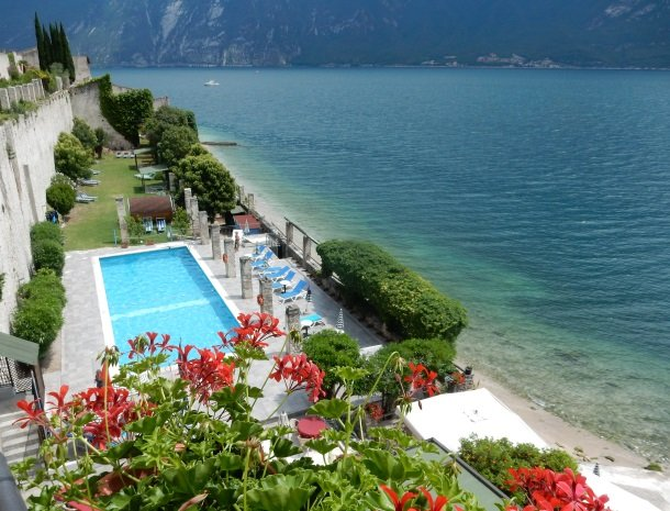 hotel-villa-romantica-limone-sul-garda-overzicht-zwembad.jpg