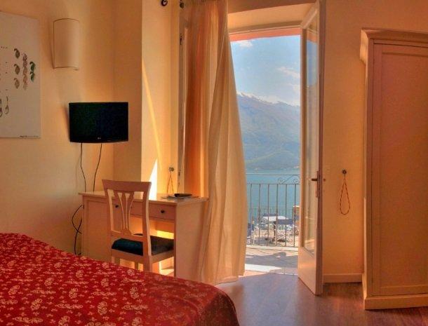 hotel-villa-romantica-limone-sul-garda-uitzicht-kamer.jpg