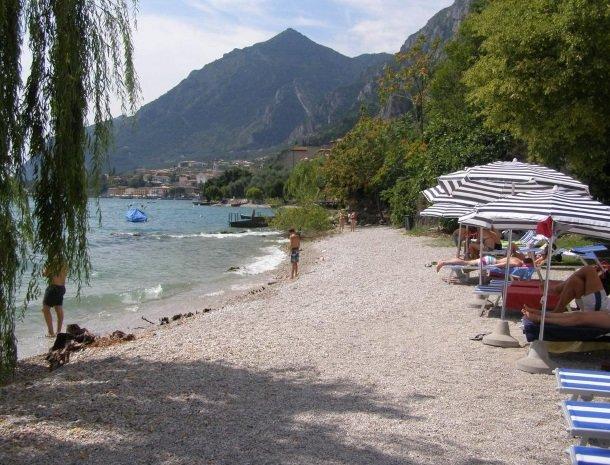 hotel-villa-romantica-limone-sul-garda-strand.jpg