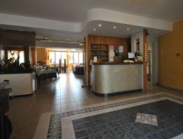 hotel-gallo-tignale-gardameer-italie-receptie.jpg