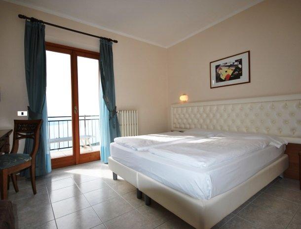 hotel-gallo-tignale-gardameer-italie-slaapkamer.jpg