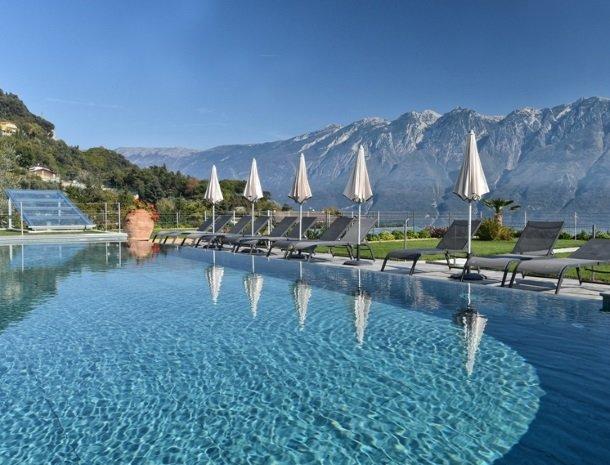 relais-la-dolce-vita-gardameer-zwembad-bergen.jpg