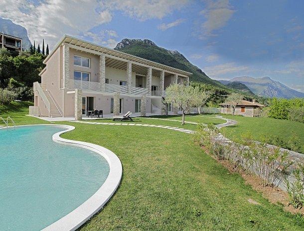 residence-little-paradise-gardameer-appartementen-tuin.jpg