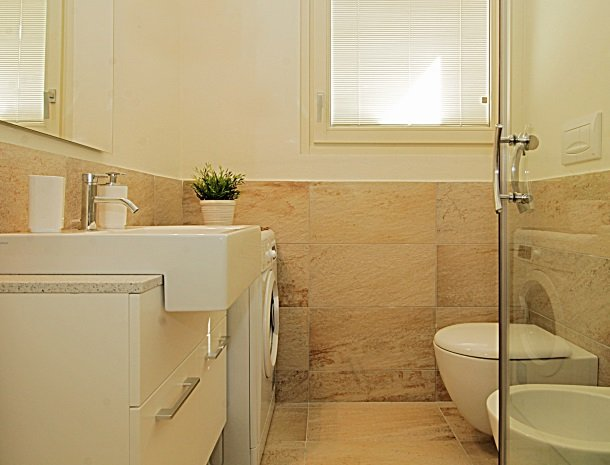 residence-little-paradise-gardameer-appartementen-badkamer.jpg