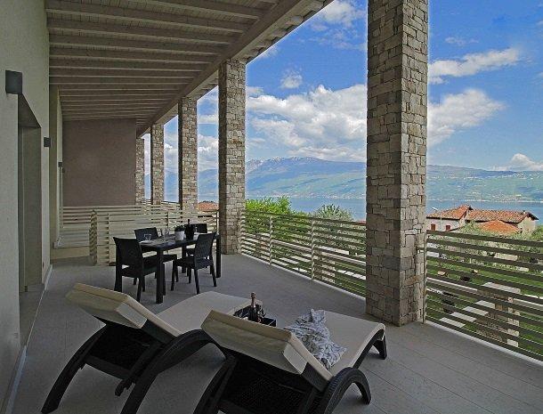 residence-little-paradise-gardameer-appartementen-terras-uitzicht.jpg