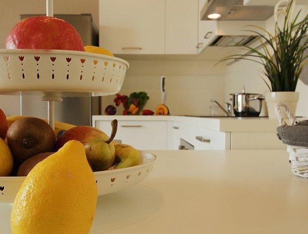 residence-little-paradise-gardameer-appartementen-keuken-fruit.jpg