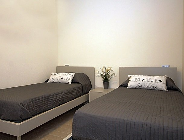 residence-little-paradise-gardameer-appartementen-slaapkamer-bedden.jpg