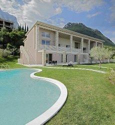 residence-little-paradise-gardameer-italie.jpg