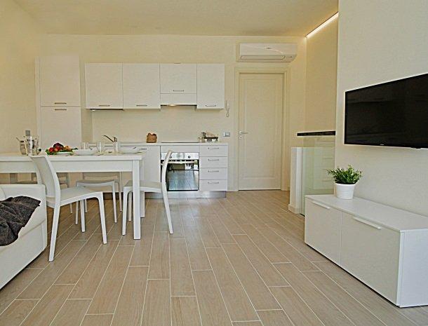 residence-little-paradise-gardameer-appartementen-woonkame.jpg