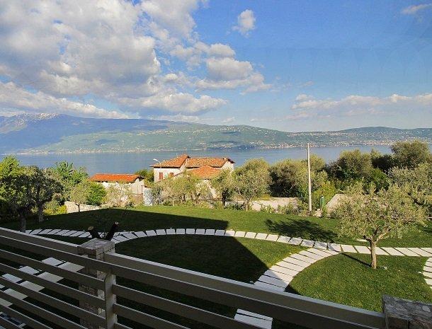 residence-little-paradise-gardameer-appartementen-tuin-uitzicht.jpg