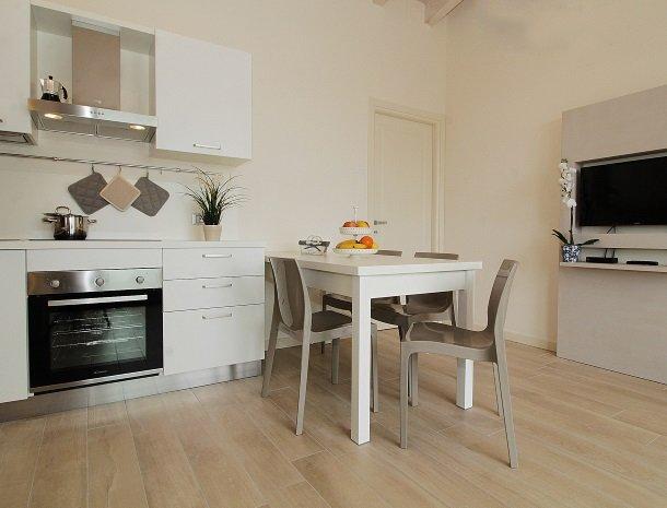 residence-little-paradise-gardameer-appartementen-keuken.jpg