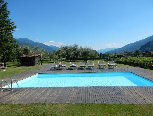 agriturismo-ca-del-lago-comomeer-zwembad-uitzicht.jpg