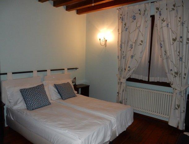 agriturismo-ca-del-lago-comomeer-slaapkamer-romantisch.jpg