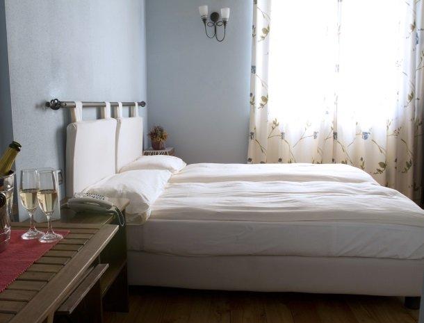agriturismo-ca-del-lago-comomeer-slaapkamer-wijn.jpg