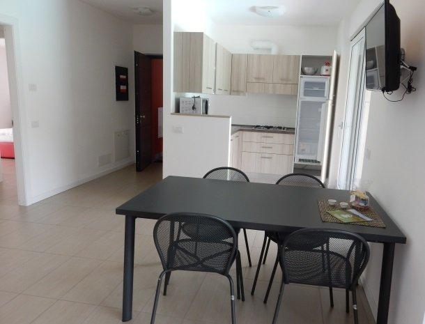 villa-paradiso-gravedona-appartementen-comomeer-keuken.jpg