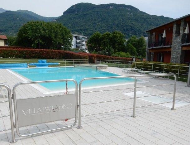 villa-paradiso-gravedona-appartementen-comomeer-zwembad-hek.jpg