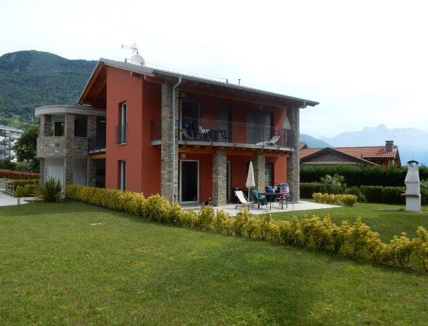 villa-paradiso-gravedona-appartementen-comomeer-zijkant-terras.jpg