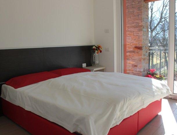 villa-paradiso-gravedona-appartementen-comomeer-bed.jpg