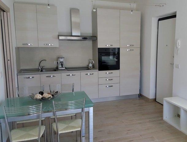 residence-ilpoggio-comomeer-appartement-keuken.jpg