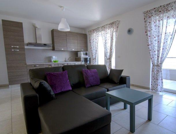 residence-ilpoggio-comomeer-appartement-woonkamer-ruim.jpg