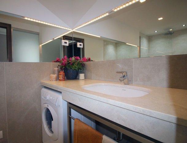 residence-ilpoggio-comomeer-appartement-badkamer-wasmachine.jpg