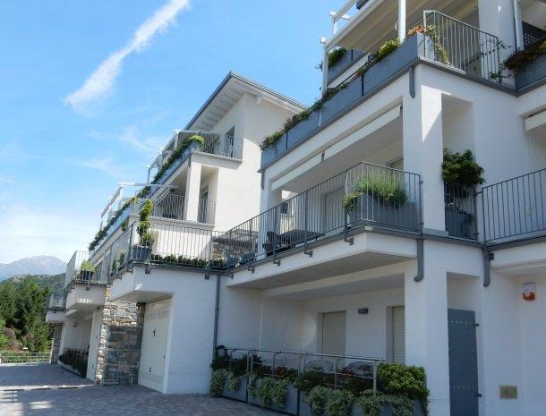 residence-ilpoggio-comomeer-appartementen-gebouw.jpg