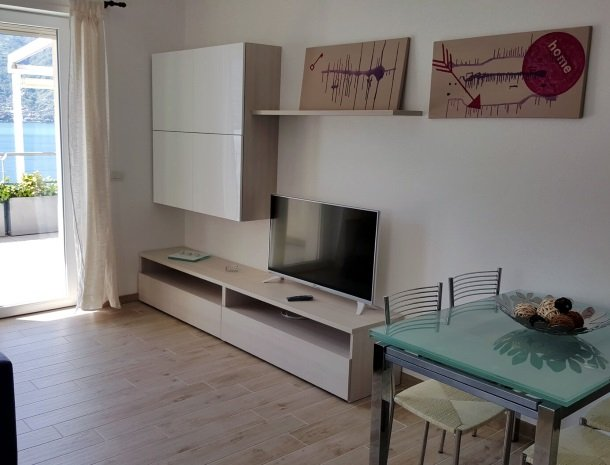 residence-ilpoggio-comomeer-appartement-woonkamer.jpg