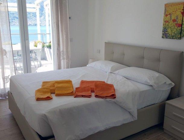 residence-ilpoggio-comomeer-appartement-slaapkamer.jpg