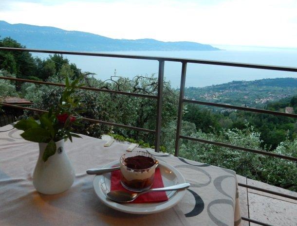 hotel-mariano-gardameer-diner-uitzicht.jpg